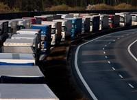 Araszol a forgalom az M7-esen és az M5-ösön, kilométeres a dugó az M0-s autótúton