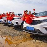 Jó éve volt egy kínai cégnek, 22 milliárd forintért adott autókat a dolgozóinak