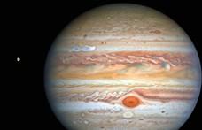 Új fényképet küldött a Hubble: 563 km/h-val söpör végig a Jupiteren egy vihar