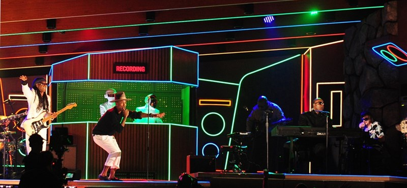 Stevie Wonder, Elton John és Pharrell együtt, egy dalban? - a BBC megcsinálta