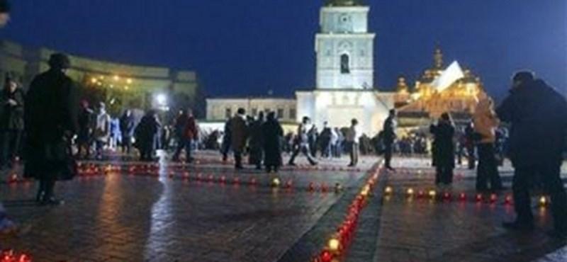 Az orosz-ukrán közeledés ellen tüntettek Kijevben