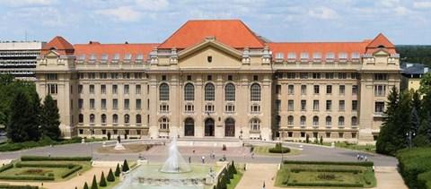 Önként és dalolva: a Debreceni Egyetem szenátusa döntött a modellváltásról