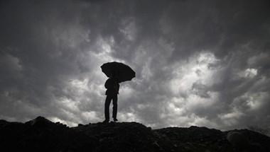 Nagy mennyiségű esőre, zivatarra és szélre is figyelmeztet a meteorológia