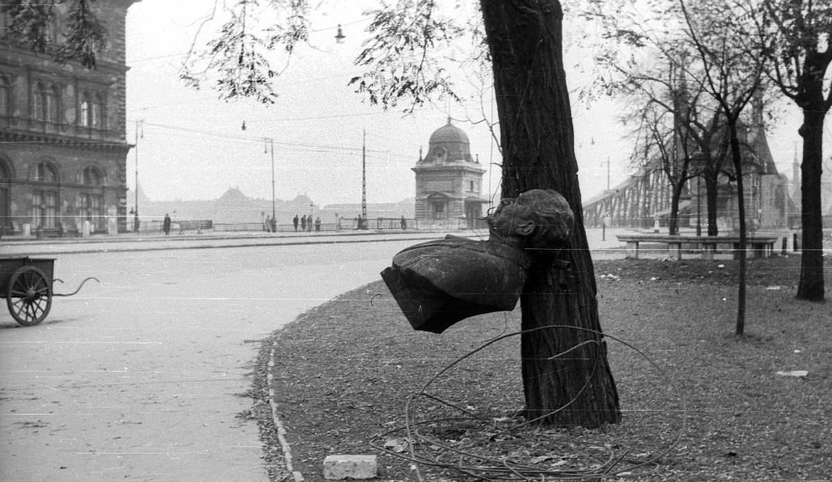 Forradalmi helyszínek anno és most - összehasonlító fotógaléria
