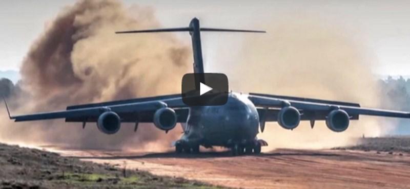 Így landol egy 62 milliárd forintos katonai gép, ha nincs leszállópálya – videó