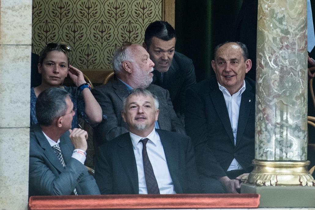 sa.14.05.10. Orban Viktor letette miniszterelnoki eskujet a Parlamentben, ami utan szonoklatot mondott a Kossuth teren, ahol naggyulest tartott a Fidesz. Hernadi Zsolt, Andy Vajna, Habony Arpad, kep: Stiller Akos 2014.05.10.