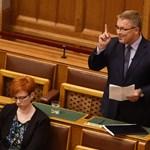 Matolcsy megmagyarázta, miért nem sok 23 millió forint négy szőnyegre