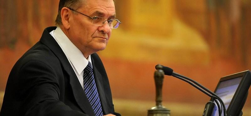 Bors: Lezsák Sándor 231 ezres állami albérlete a parlamenti csúcstartó
