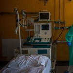 Csökkentette a Szent János Kórház a koronavírus-osztályokon dolgozók óradíját