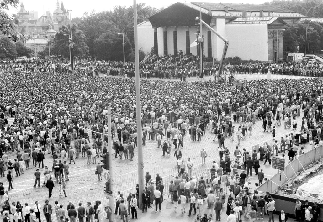 ba. Nagy Imre újratemetése 1989.06.16. Nagy Imre ravatal. Budapest, Hősök tere. (megjelent fotó)