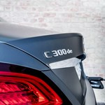 Zöld rendszám és gázolaj: új dízel hibriddel jött ki a Mercedes