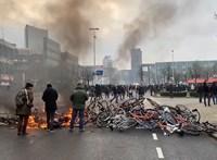 Autók is égtek a lezárásellenes holland tüntetéseken