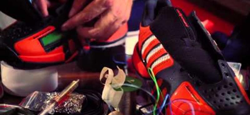 Az Adidas beépítette egyik cipőjébe a Twittert