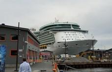Körbefotóztunk egy hatalmas óceánjáró luxushajót, mutatjuk mekkora