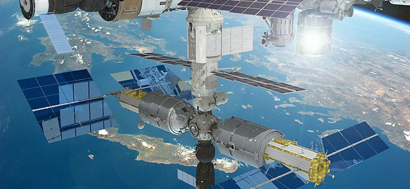 Kívülről is megnézik orosz űrhajósok, hogy sikerült-e befoltozni a Szojuz burkolatán keletkezett lyukat