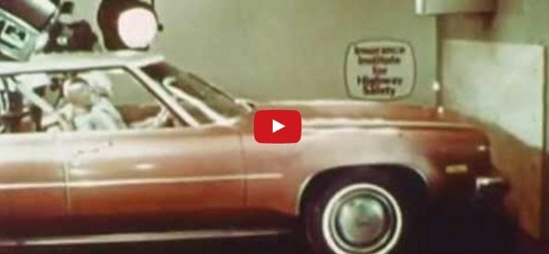 Ez történik, ha 60 km/h-val karambolozik az autó, és nincs bekötve az utas – videó