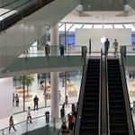 Néhányan már bejárhatták a legújabb Apple-boltot Dubajban