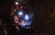 Sűrű napjai vannak a magyar barlangi mentősöknek