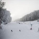 Tömegek lephetik el a magyar sípályákat a hétvégén