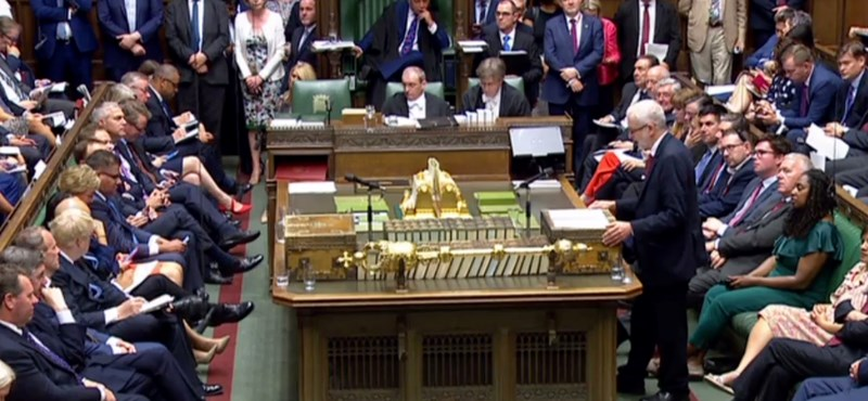 Elfogadta a londoni alsóház a rendezetlen Brexit tilalmát célzó tervezetet