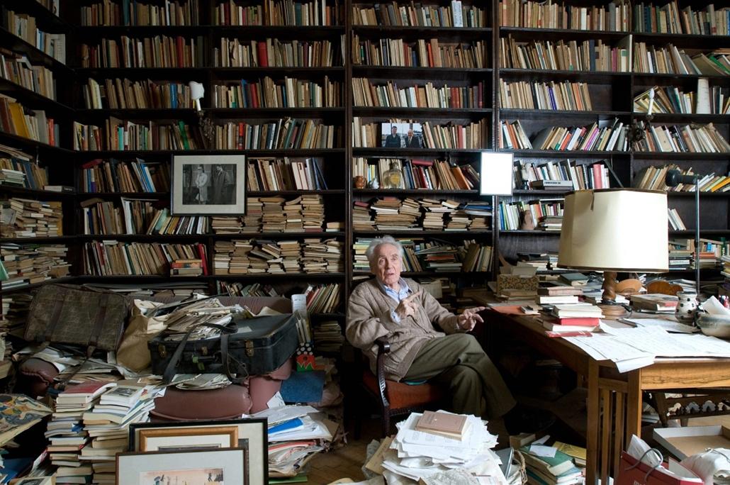 mti. 08.05.13. Hubay Miklós nagyváradi születésű Kossuth-díjas író, műfordító, dramaturg budapesti otthonában.