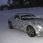 Már tesztelik a sirályszárnyú Mercedes utódját - fotó