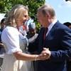 Kutyák, Putyin és a doni kozákok - fura esküvője volt az osztrák külügyminiszternek