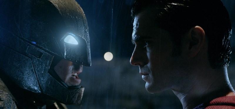 Előbemutatói rekordot döntött a Batman Superman ellen