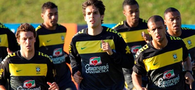 Foci-vb: megérkeztek a brazilok