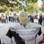 """""""Beteg a felsőoktatás, rózsahimlős"""" - tüntettek a sárospataki hallgatók"""