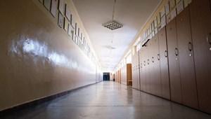 Tömeges megbetegedés egy aradi iskolában – ezen a héten már nem lesz tanítás