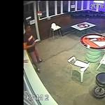 Egy miskolci büfé előtt végzett önkielégítést, keresi a rendőrség