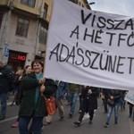 """A Kutyapárt békemenetének jelszava: """"Le a demokráciával!"""""""
