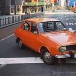 Egy régi Dacia pózolt a koronavírus miatt kiürült New York-i utcákon