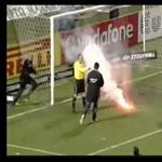 Videó: újabb balhé, égő petárdával dobták hátba a kapust