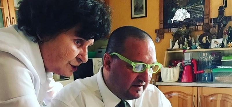 Németh Szilárd neonzöld szemüvegben vizsgálta az Ötszáz gramm prágai sonkát