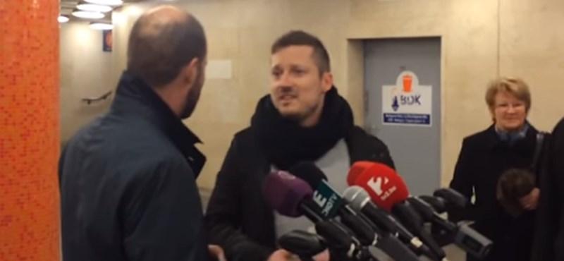 Lerohanta a Momentum a KDNP sorosozós sajtótájékoztatóját – videó