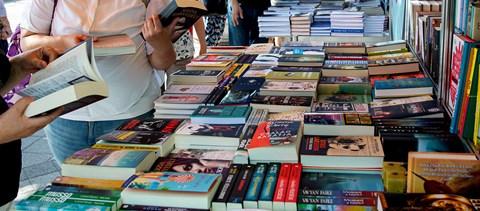 """Gazdaság: """"Magyar író nem vásárol könyvet, mert nincs rá pénze ..."""