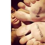 Miley Cyrus interjú közben tetováltatott
