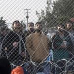 Mozgó teherautójáról ugrasztott le embercsempész sofőr menekülteket