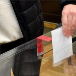 Hiába a legnépszerűbb Kaczynskiék pártja, az önkormányzati választásokon leszerepelt