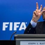 Putyin személyesen nyugtatgatta a FIFA-elnököt