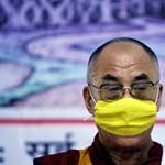 Kitüntetik az amerikaiak a dalai lámát