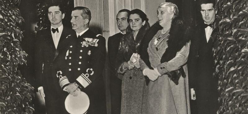 Horthy istenítése egy idő után már közel járt Sztálinéhoz és Hitleréhez