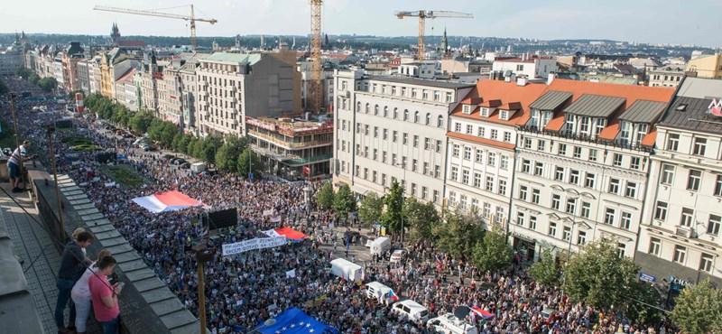 Az 1989 óta legnagyobb tüntetésen követelték Babis lemondását Prágában