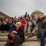 Pécsen és Debrencenben is sokan tüntettek a kormány ellen