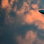 Hiába ígértek repülési tilalmat, augusztustól is érkeznek repülők éjfél után