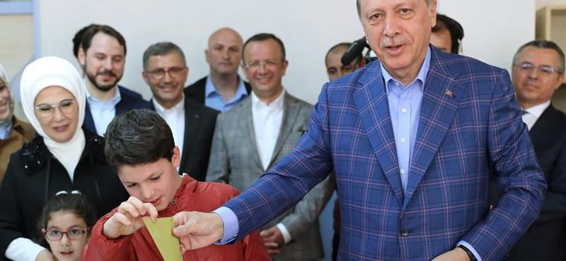 Kibuktak a törökök a német külügy döntésén