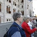 """Videó: """"Emberiesség elleni bűntett"""" - Gyurcsányék élőlánca a parlament körül"""