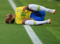 Neymar haverjai több ezer eurót kapnak havonta, hogy főállásban a haverjai legyenek